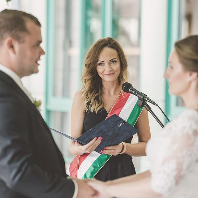 Vásárhelyi Petra - Esküvői szertartásvezető | Az esküvői szertartásvezetésről