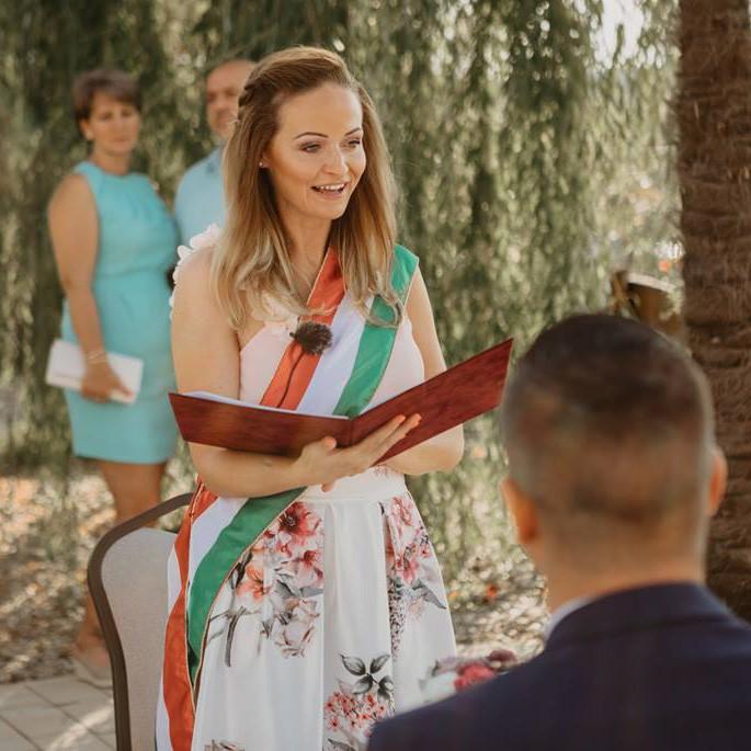 Vásárhelyi Petra - Esküvői szertartásvezető | Házassági évforduló